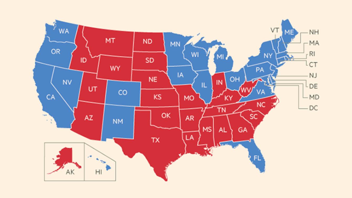 """美国总统大选结果即将公布,有一件事至少会确定发生:电视新闻报道以及相关网站会发布一张美国地图,将各州投票结果用""""共和党红""""或""""民主党蓝""""明显标示,譬如上面这张是奧巴马在2012年再次投入美国大选的选举结果。  出乎意料的,用颜色来表示美国大选结果不过是近年才兴起的方式,起源于2000年。"""